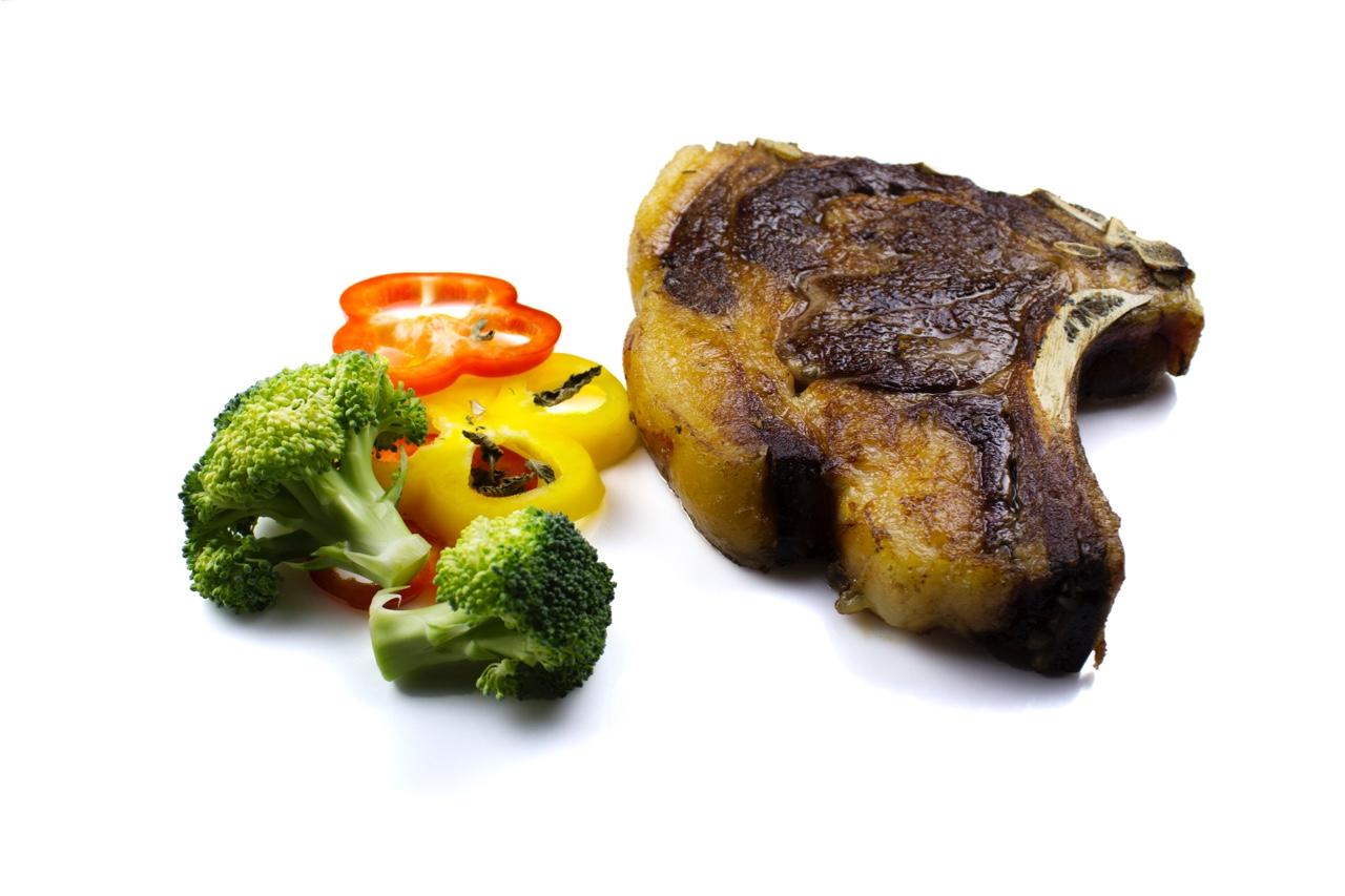 Chuletón de vaca elaborado verduras
